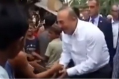 Ministri i jashtëm turk shkon në Arakan, aty ku po bëhet gjenocid kundër njerëzimit (VIDEO)