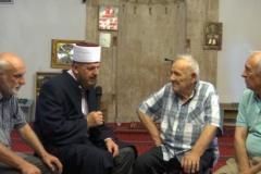 Një i krishterë pranoi Islamin në prani të dr. Shefqet Krasniqit (VIDEO)